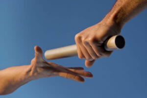 7 Dicas de Como Delegar em Vendas - Passar Bastão